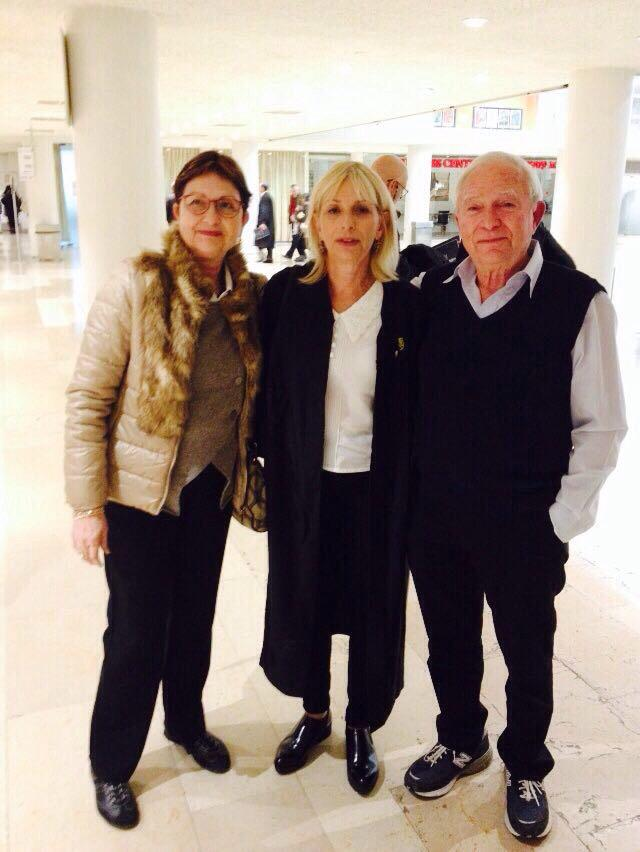 עורכת הדין אורית מי-דן עם זוג לקוחות